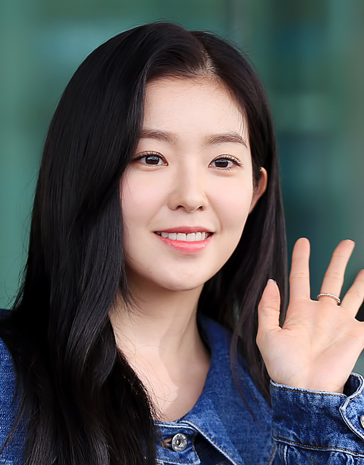 Irene_Bae_at_Incheon_Airport_on_March_3,_2019_(3)