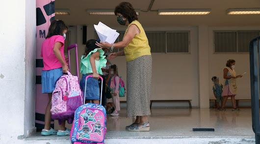 El Colegio de Médicos de Almería pide retrasar al lunes el inicio del curso
