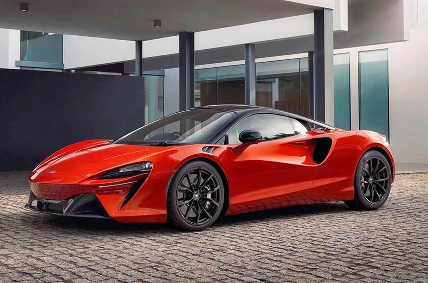 McLaren Artura Front Quarter Look