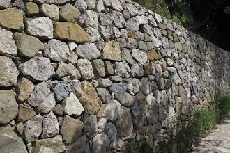 Photo: Muro a secco preesistente rimesso in sesto utilizzando per lo più le stesse pietre