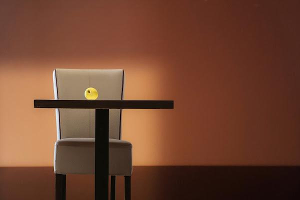 Una mela gialla è rimasta lì........ di meteorite