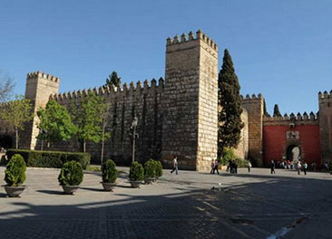 The Alc&aacute;zar of Seville <br> 10-minute walk