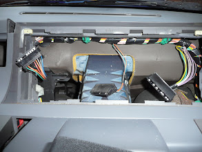 Photo: The Renault 5 Campus dash loom only has 3 connectors compared to the 4 on a Renault 5 GT Turbo Raider.