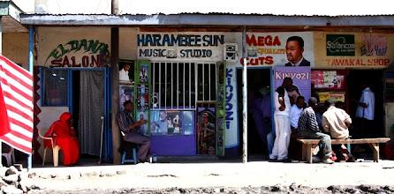 Photo: Scattata mentre stavo seduto aspettando l'arrivo del pullman fantasma nel quartiere somalo di Nairobi, Isli