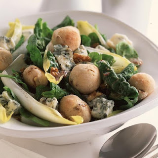 Gorgonzola and Spinach Salad with Walnut Rolls