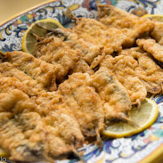 Alici dorate e fritte (Batter-Fried Fresh Anchovies).