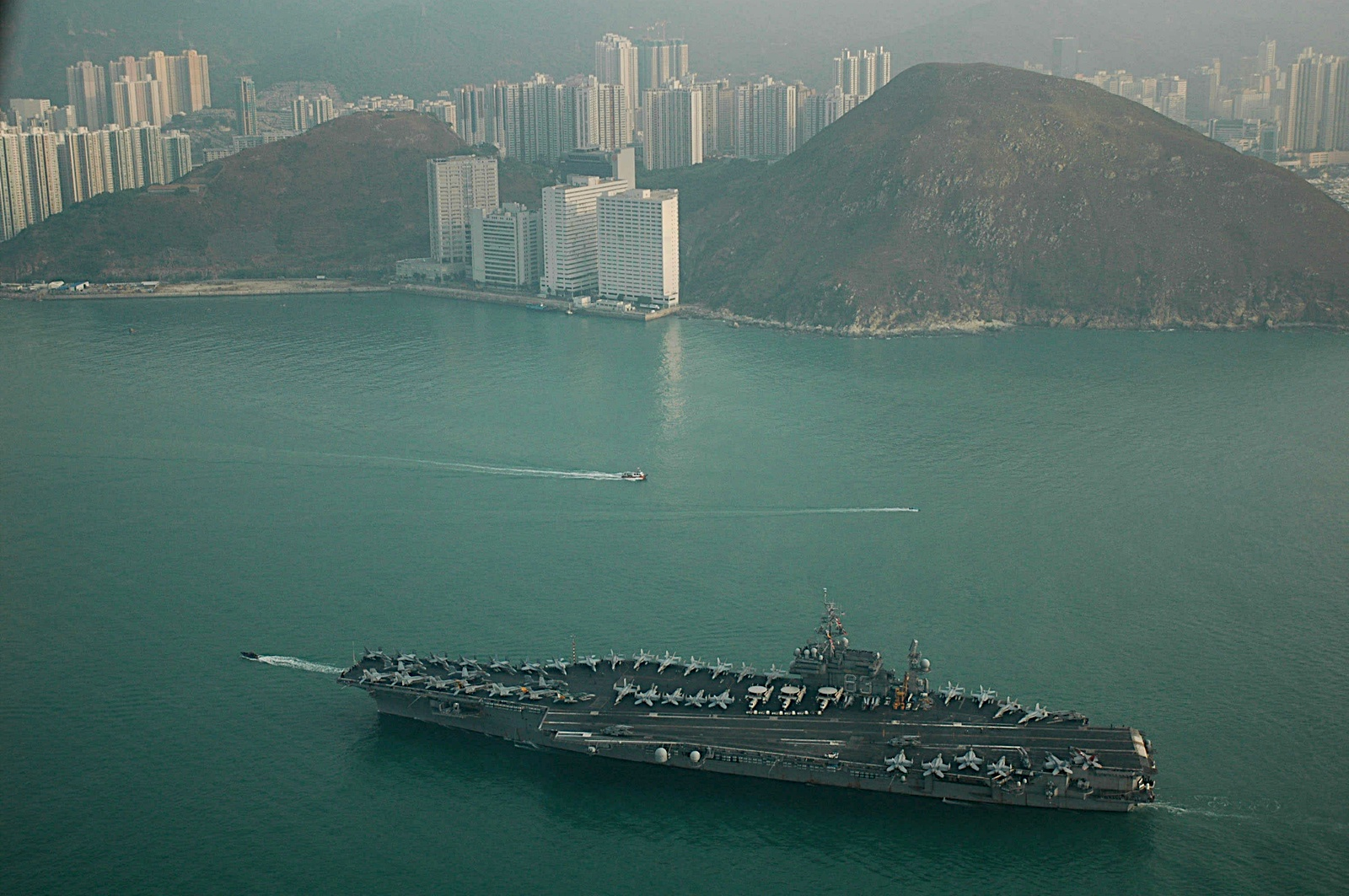Photo: USS Kitty Hawk, Hong Kong Harbor