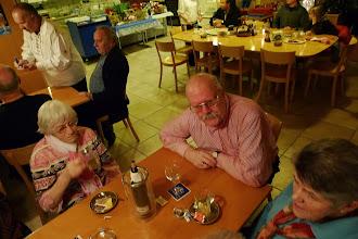 Photo: Alice und Paul Hofer links und Frau Stalder rechts