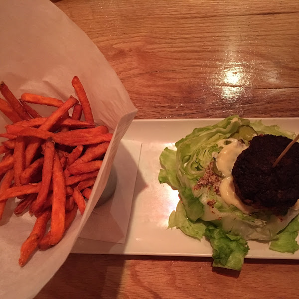 Burger on lettuce and sweet potato fries from the dedicated fryer. Excellent.