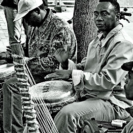 Hands  to   the  beat by Gordon Simpson - People Musicians & Entertainers