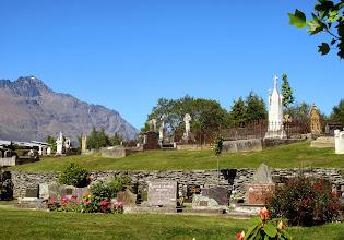 Photo: Queenstownin hautausmaa - melko idyllinen, hautausmaaksi