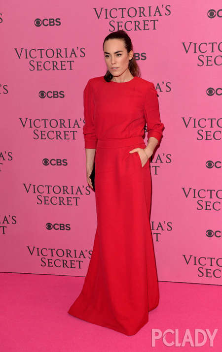 See all Victoria Secret angel honored guests actually very watchable