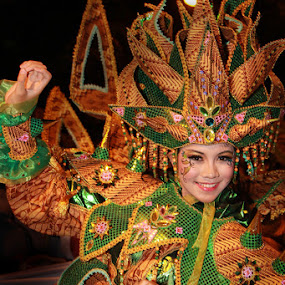 beautiful dancer by Gedion Kristianto - People Musicians & Entertainers