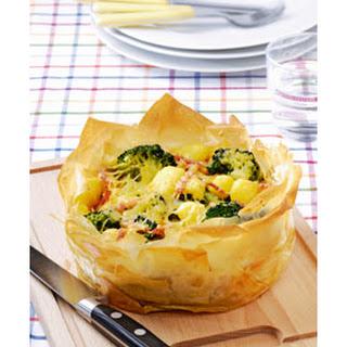 Broccolitaart Van Filodeeg Met Krieltjes En Ham