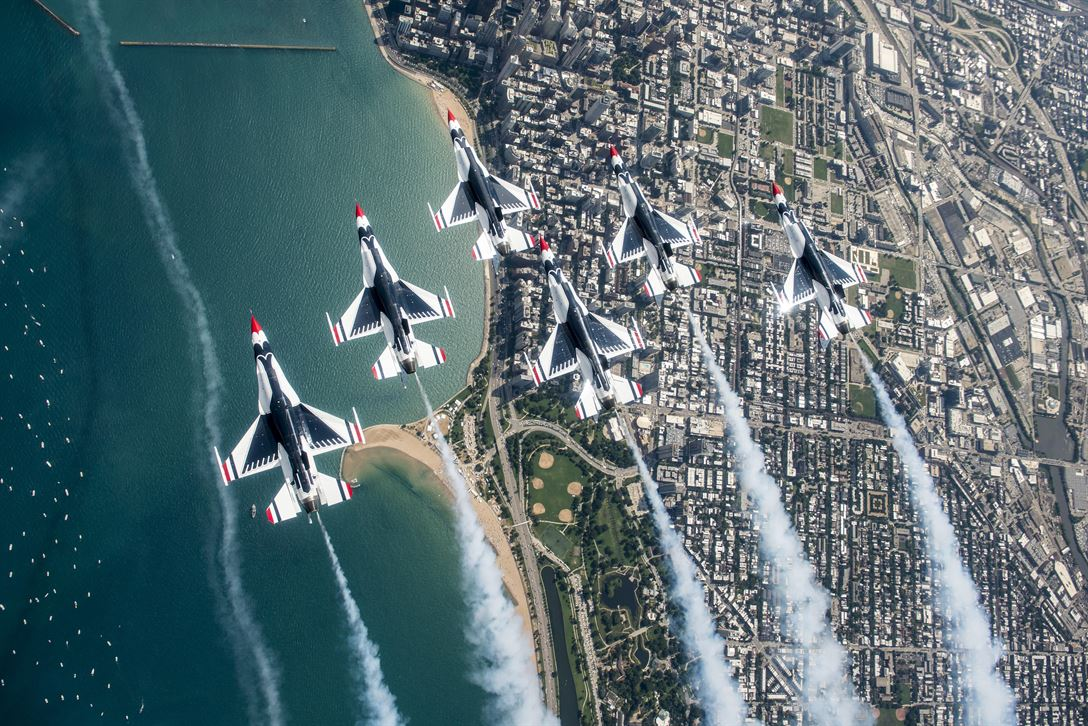 Thunderbirds- Air-Force-Demonstration-Squadron-Delta-Loop
