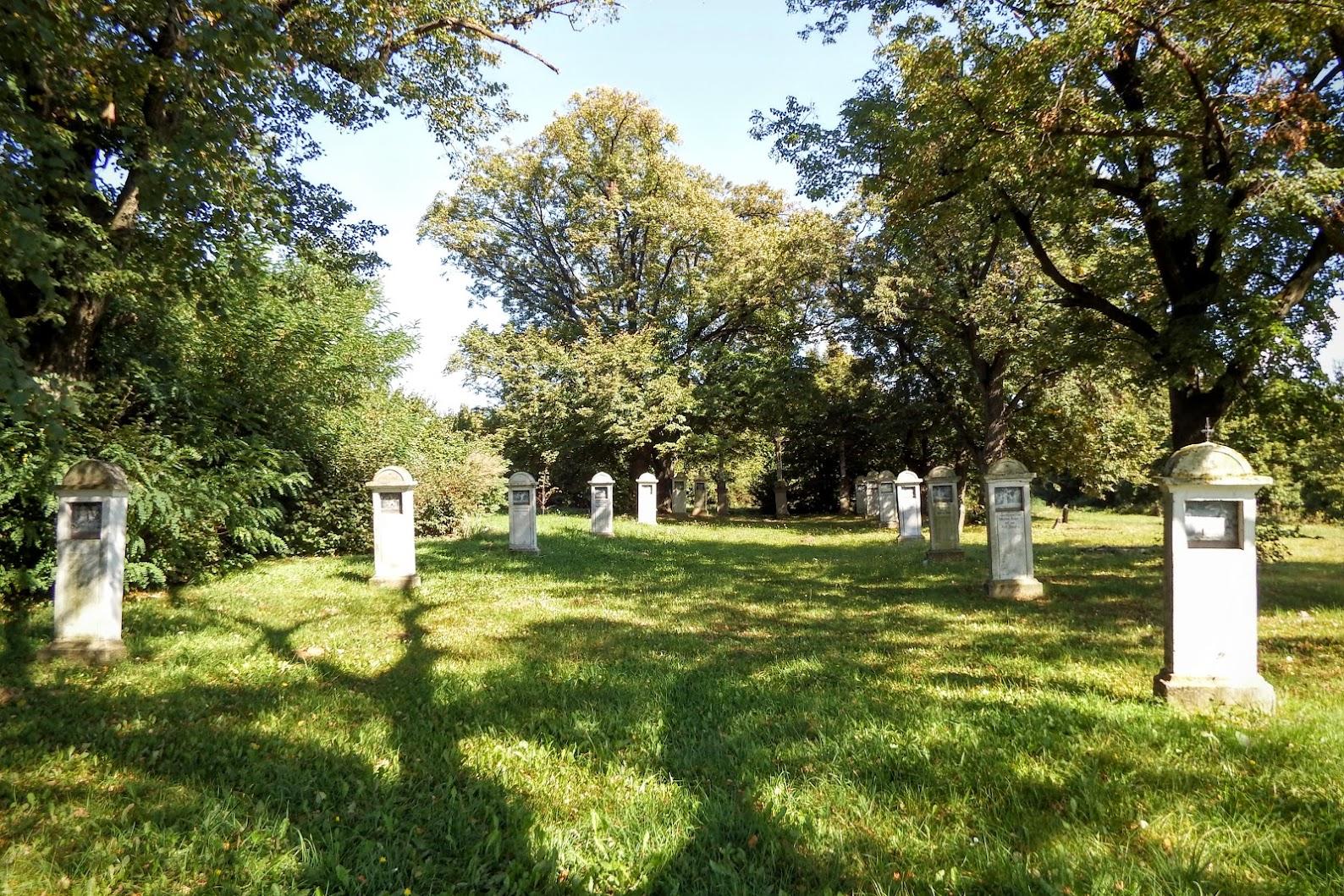 Lovászhetény - keresztút a temető mellett
