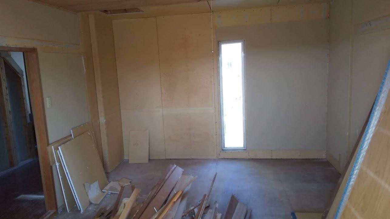 和室を解体中4