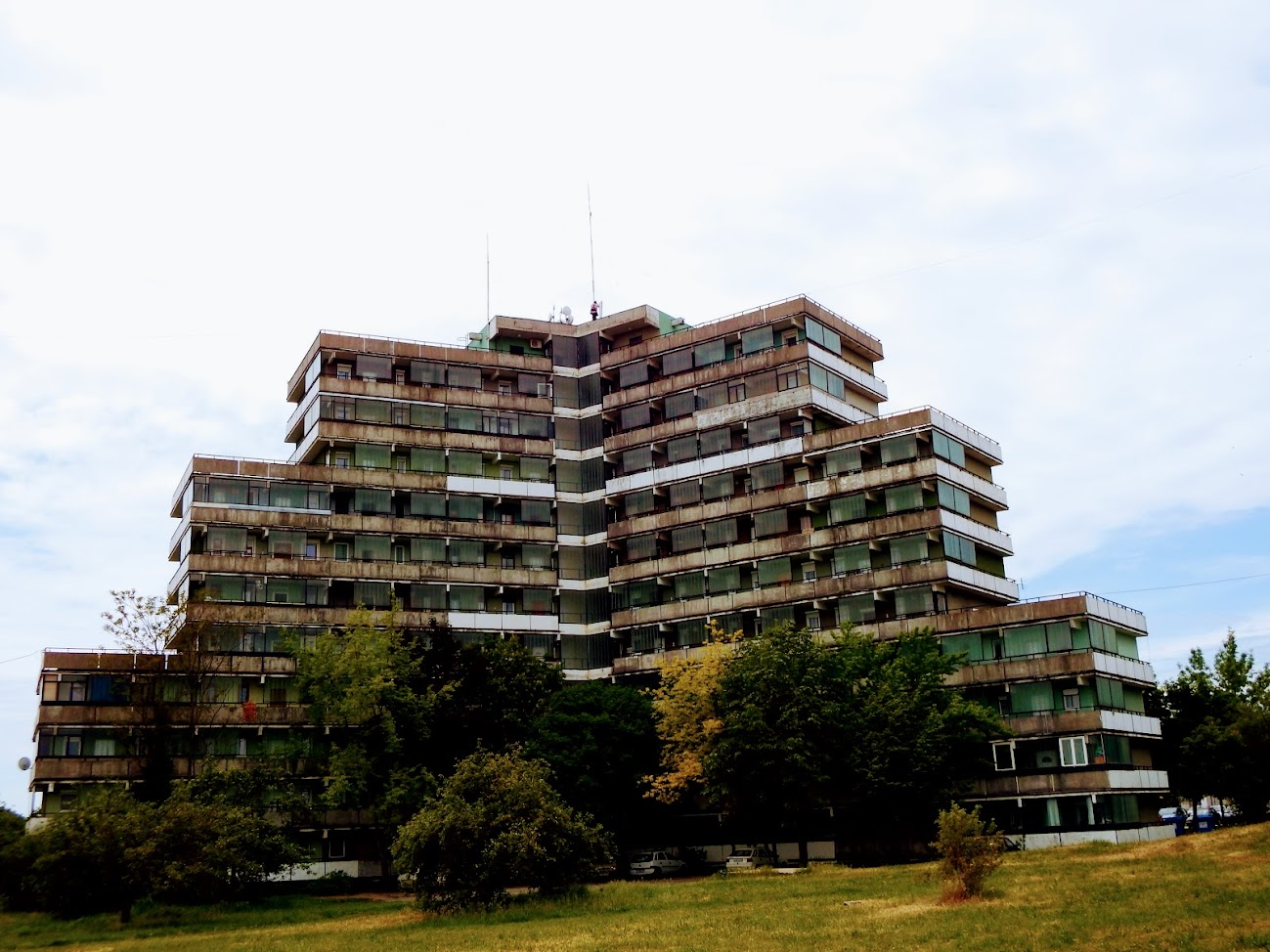 Tapolca/toronyház, Kazincy tér 11. - helyi URH-FM adóállomás