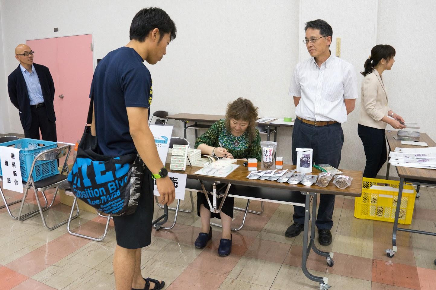 大林千茱萸著「未来へつなぐ食のバトン」販売&サイン会
