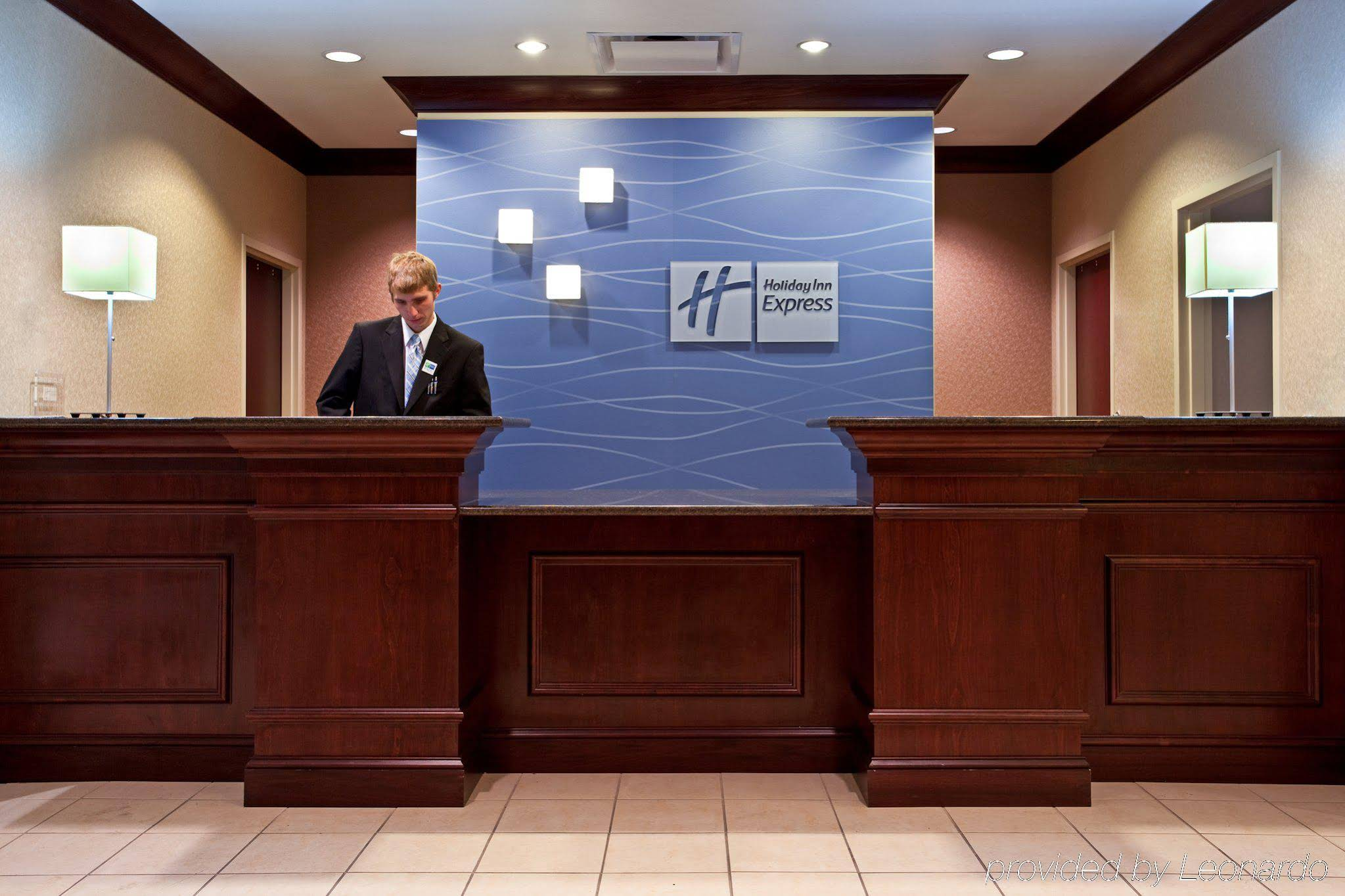 Holiday Inn Express Chicago Airport West-o'hare