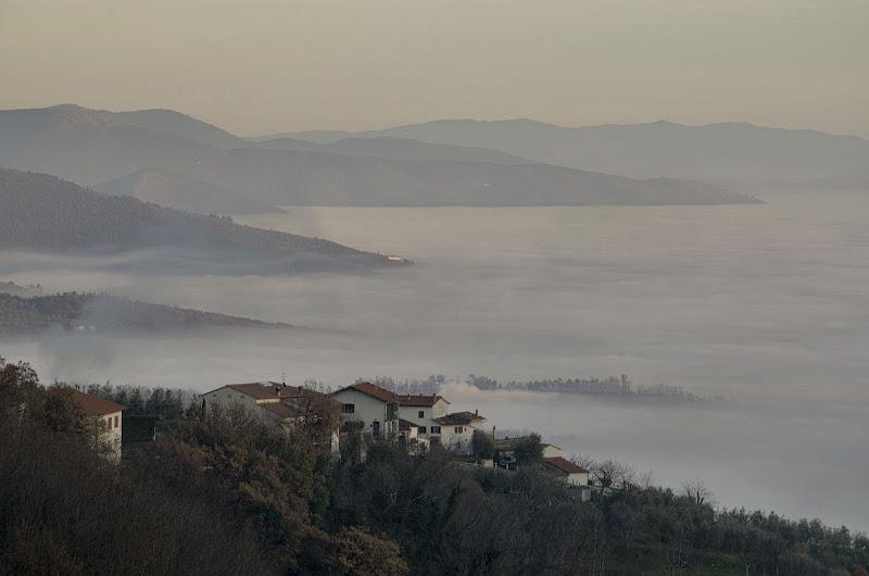 L'ultima luce sul mare di nuvole di Andrea Frati