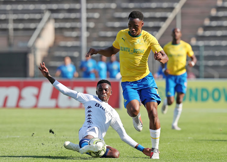 Mamelodi Sundowns forward Sibusiso Vilakazi (R) sprints away from a challenge by Thabang Monare (L) of Bidvest Wits during the 1-1 Absa Premiership draw at Lucas Moripe Stadium in Atteridgeville, west of Pretoria, on Sunday October 7, 2018.