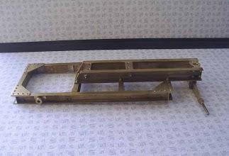 Photo: Vue latérale du chassis assemblé.