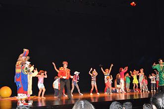 Photo: As crianças dançaram na super discoteca do Dj Batatinha