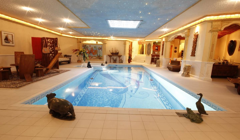 Maison avec piscine Carouge
