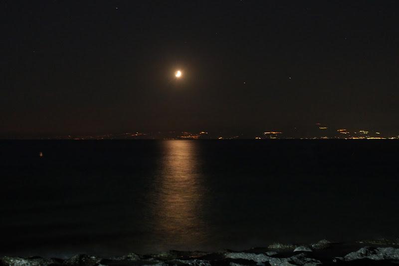Riflessi di Luna sullo stretto di Messina di c