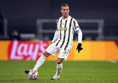 """Juventus-middenvelder speelde vorig seizoen met Lionel Messi, nu doet hij dat met Cristiano Ronaldo: """"Hij traint als een bezetene"""""""