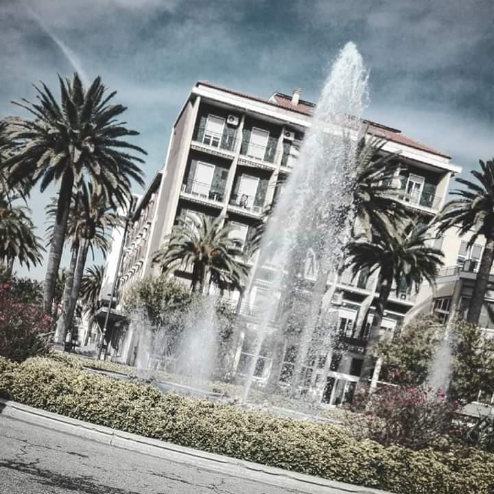 Tempo cattivo a piazza Giorgini... Ma il sole è in agguato! di Didi - Diana Gabrielli