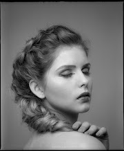 Photo: portret kobiety, jacek taran, fotografia portretowa, studio fotografii, krakow, fotograf krakow, fotografia analogowa, fotografia artystyczna, ilford, mamiya,