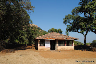 Photo: Temple below Makrandgad....