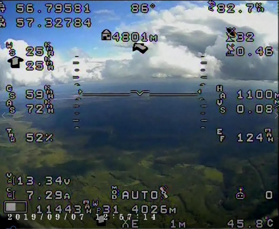 Типичный экран курсовой камеры с наложенными данными телеметрии.
