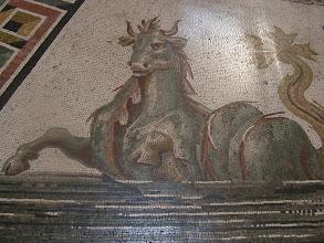 Photo: 015 Vatikaanin museossa mosaiikkityö.