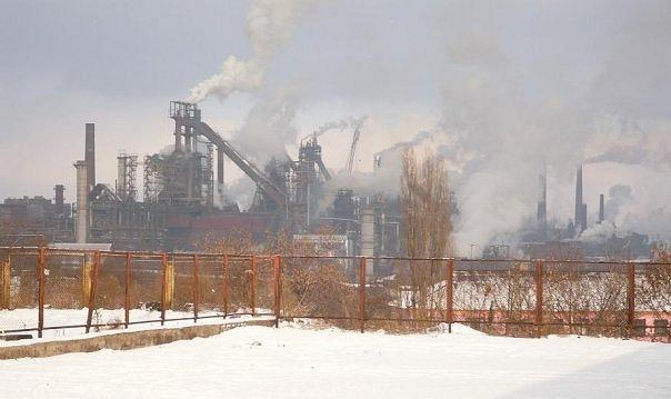 Yenakiyevo Steel Plant (on the photo) and Krasnodon Coal Company stopped their work because of the blockade. Photo: wikipedia.org