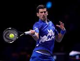 Djokovic vermijdt derde set in laatste groepsmatch en plaatst zich voor halve finales op ATP Finals