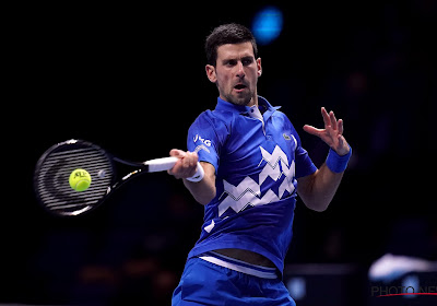 Novak Djokovic komt met schrik vrij en plaatst zich na vijfsetter voor vierde ronde Australian Open