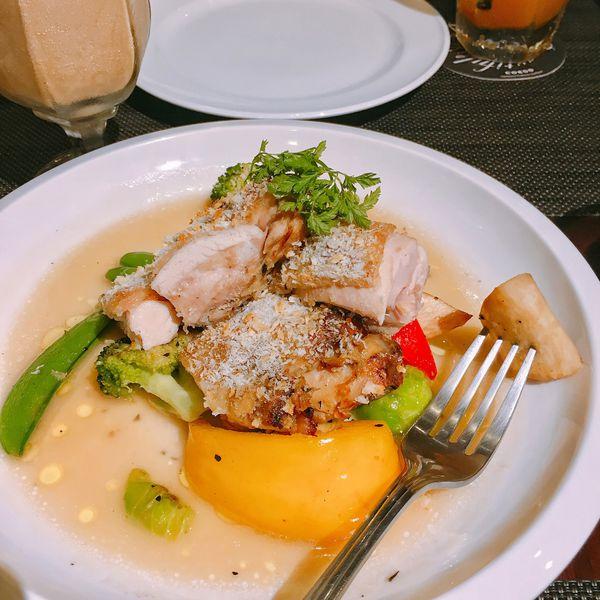 Uncle廚棧-台北英倫復古咖啡館,店員每個都是金牌特務吧