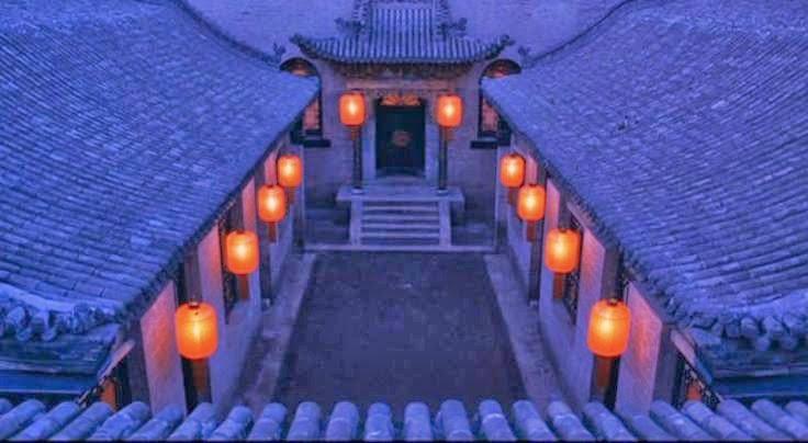Lanternes rouges dans Epouses et concubines de Zhang Yimou