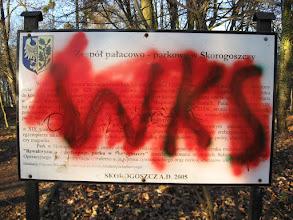 Photo: Następnie kierujemy się w stronę zespołu pałacowo - parkowego w Skorogoszczy, gdzie mają swoje zjazdy sympatycy WKS-u.