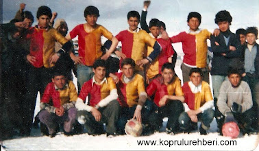 Photo: 1983-1984 Köprülüspor Futbol Takımı. Ayaktakiler: Erkan GÖKBULUT, Ziyattin KARAÇİFTÇİ, Namık KARAKILIÇ, Ercan ÖZÇELİK, Alkan ÖZKAN, Menser ÖZAKDAĞ.. Oturanlar: Turan KARAKILIÇ, Metin POLAT, Yüksel BOZKURT, Gürbüz GÖKBULUT, Hükümdar ÖZKURT, Gürsel ÇAKMAKÇI