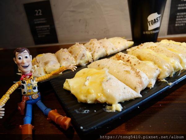 吐司吐司早餐專賣店,超狂薯泥起司蛋餅 讓一堆人為了它排隊也甘願。