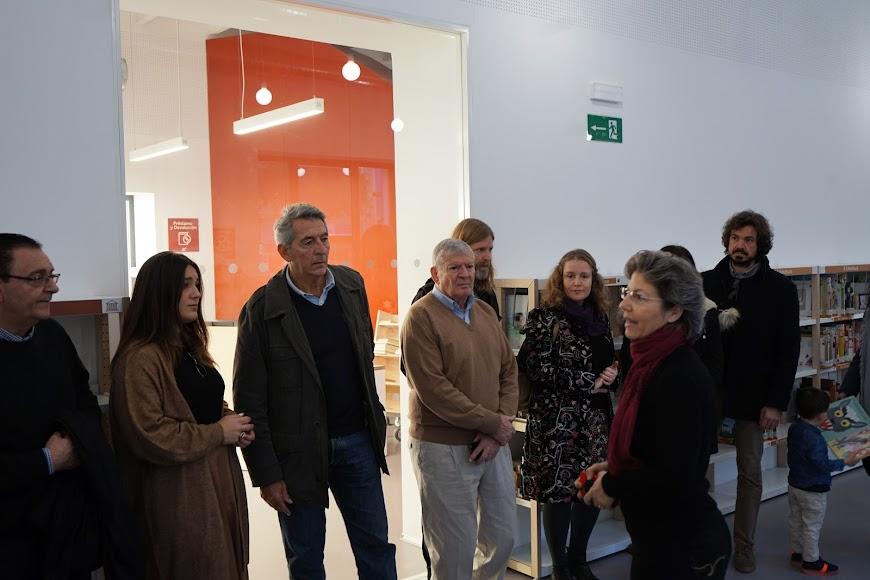 Recorrido por las instalaciones de la biblioteca José María Artero.