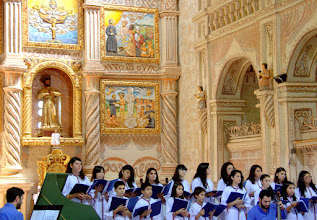 Photo: A Chilean ensemble performing in San Xavier cathedral.