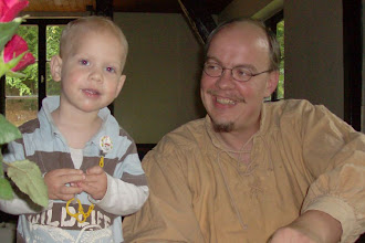 Photo: Der Bauer Hape mit Sohn Theo.
