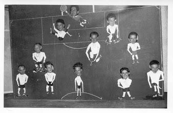Photo: Vuren  1  in  1955 - 25 jarig bestaan en vv Vuren ging over naar Zaterdagvoetbal > doel Jan v Wijk - achter Jan v/d Wal en Kees Roza - midden Wim Roza - Arie de Koning - Kees Roza - voorste rij  Andre Roza - Kees Muilenburg - Evert v Ballegooien - Herman Slijkoort - Manus de Groot
