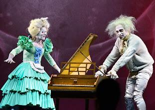"""Photo: WIEN/ Burgtheater: """"Der eingebildete Kranke"""" von Jean Baptist Moliere, Premiere 5.12.2015. Inszenierung: Herbert Fritsch.  Markus Mayer, Joachim Meyerhoff. Copyright: Barbara Zeininger"""