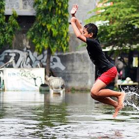 jumping by Dhannie Setiawan - Babies & Children Children Candids ( water, happy, play, children, fun, kids, water splash, jump )